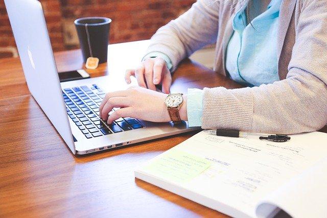 písanie na počítači.jpg