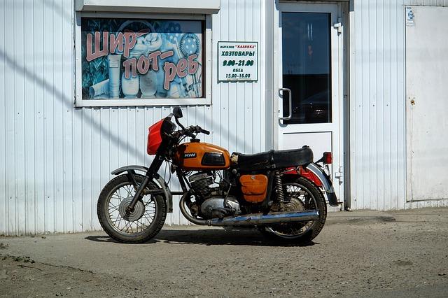 Zaparkovaný motocykel.jpg