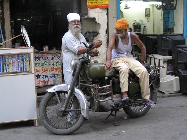 Indickí motocyklisti.jpg