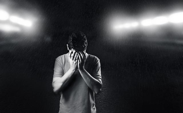 Smutný muž, tma.jpg