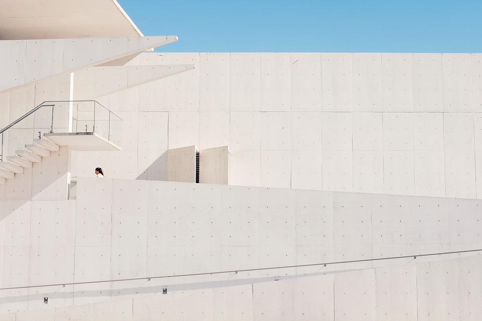veľká biela budova